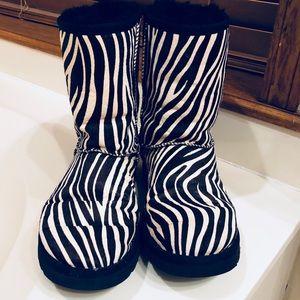 EUC Fun & WARM Zebra Print UGG Boots Size 9!